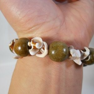 Jewelry - SEA Shell Wood Beds vintage bracelet Smooth shells